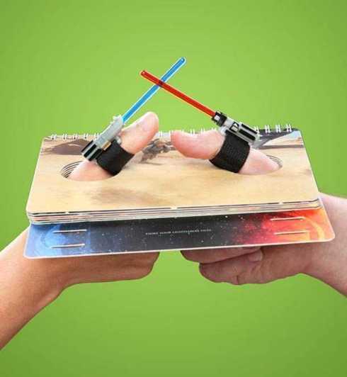 Star-Wars-Lightsaber-Thumb-Wrestling-1