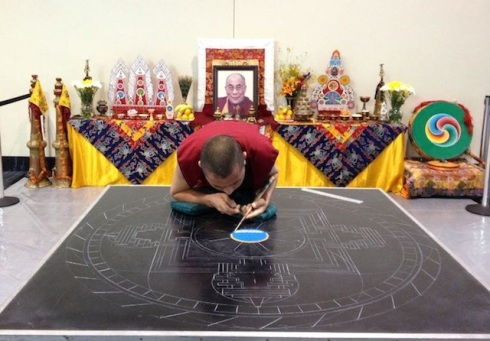 Creating-From-a-Grain-of-Sand-by-The-Tibetan-Monks-4