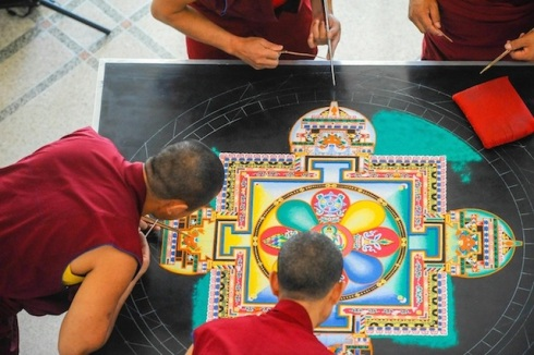 Creating-From-a-Grain-of-Sand-by-The-Tibetan-Monks-6