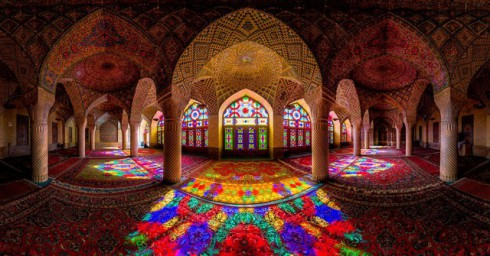 Incredible-and-Colorful-Mosque-5-640x335