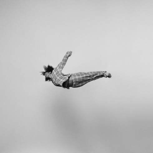 Black-and-white-jumping-people-photography-3