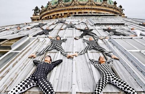 Rooftop-Dancers-in-Paris-by-JR-6