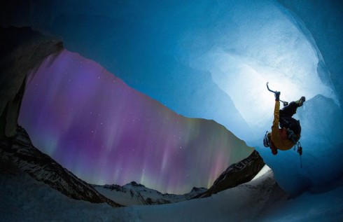 Glacier-Illuminated-by-The-Northern-Lights-4