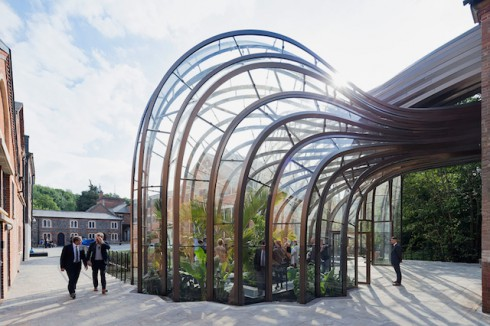 Bombay-Sapphire-Distillery-in-England-0