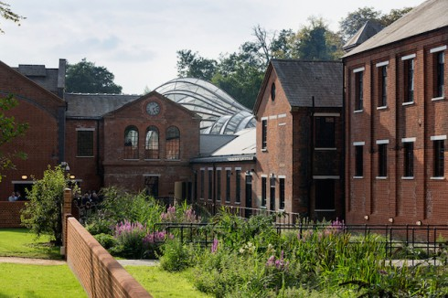 Bombay-Sapphire-Distillery-in-England-2