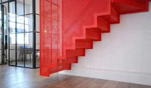 Hanging-Red-Stairs-in-London-House-3