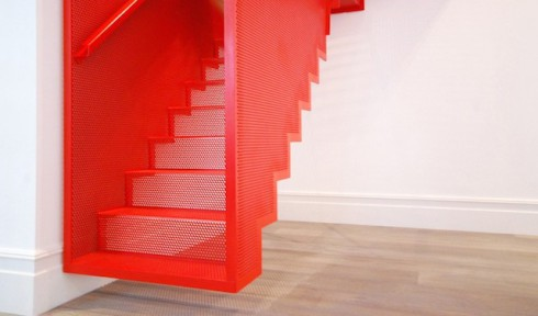Hanging-Red-Stairs-in-London-House-4