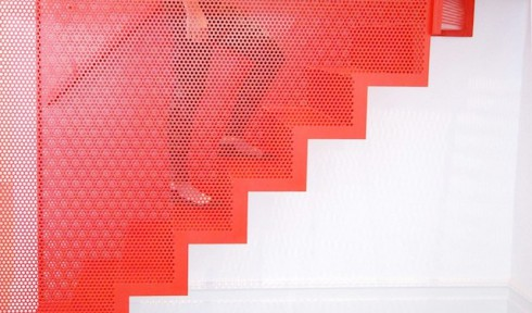 Hanging-Red-Stairs-in-London-House-5