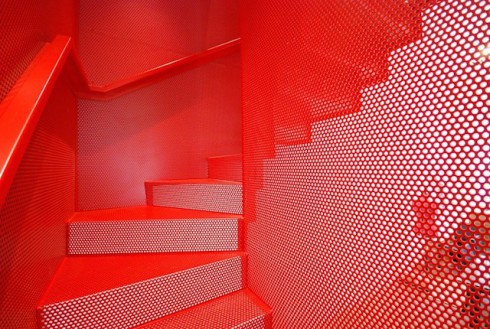 Hanging-Red-Stairs-in-London-House-6