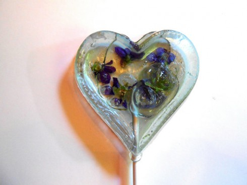 Funny-Lollipops-made-with-Real-Flowers-5