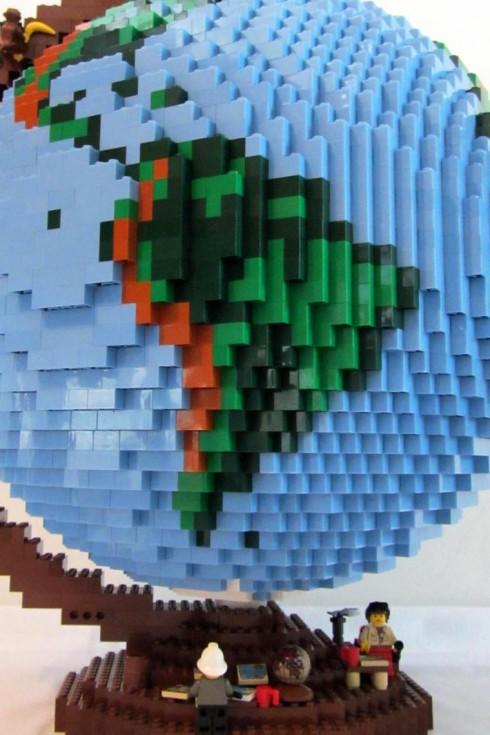 LEGO-terrestrial-globe-1