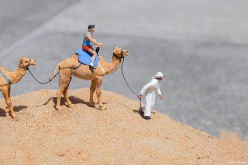 Miniature-Figurines-Staged-in-Dubai3-900x600