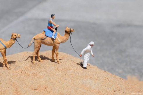 Miniature-Figurines-Staged-in-Dubai3-900x600
