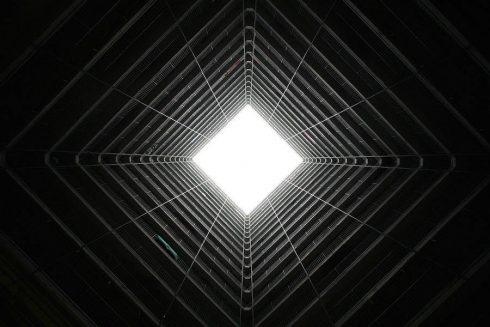 vertiginousskyscrapersofhongkong-9-900x600