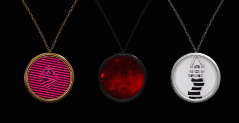 Revolutionary-Customizable-Digital-Necklace5-900x462