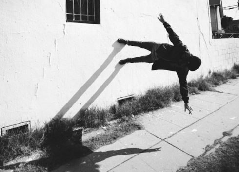 Black-and-White-Pictures-Defying-Gravity-1-900x651