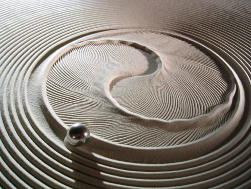kinetic-sand-drawing-table-6-900x675